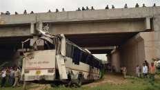 india bus crash kills 19