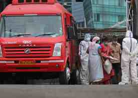India evacuates 100,000 as Mumbai awaits historic storm