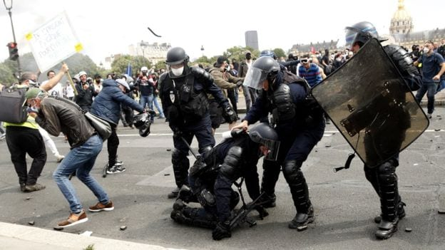 Violence mars Paris protest for health workers