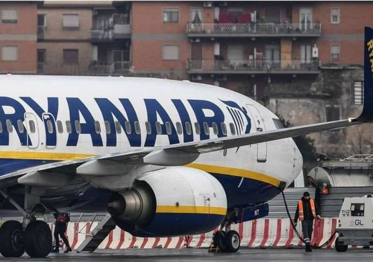 Italy threatens Ryanair with flight ban over Covid-19 safety rules