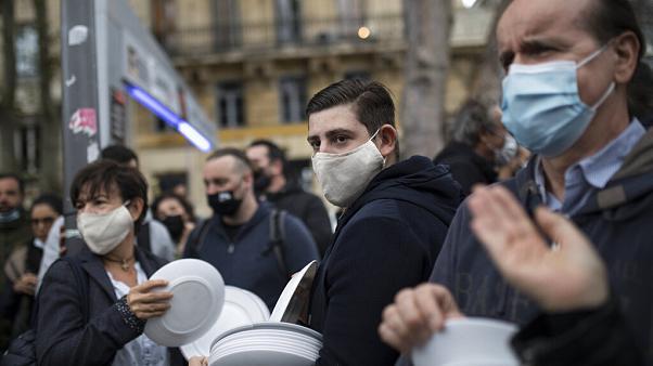 Paris will be put on maximum alert, but restaurants will stay open