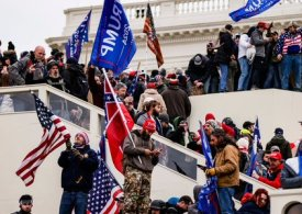 Armed standoff Capitol - US Congress reconvenes to certify Biden's win after rioters breach Capitol