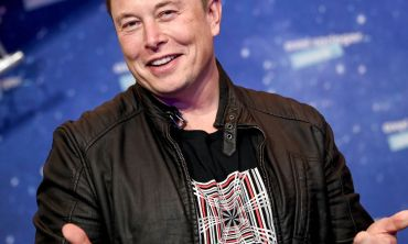 Friday's News Briefing VIDEO: Covid-19 Travel Rules - US in Choas - Musk No 1 richest person alive
