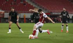 Kieran Tierney scores for Arsenal in Europa League