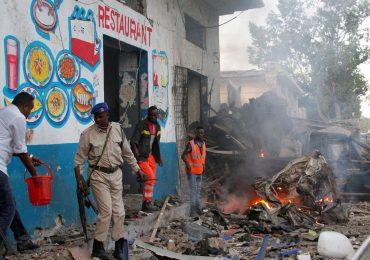 Suspected suicide car bomb targets hotel in Somali capital