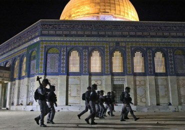 Violence Renews at al-Aqsa mosque as Israel marks Jerusalem Day