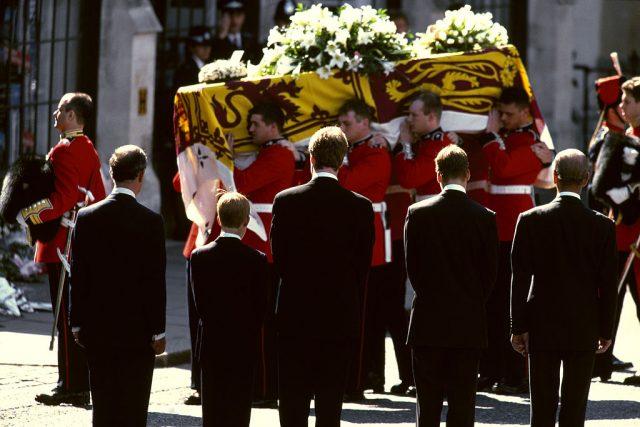 princess diana funeral princess diana 60 london kensington palace princess diana statue unveiling kensington palace