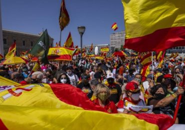 Mass protest in Madrid over Sánchez plan to pardon Catalan separatists