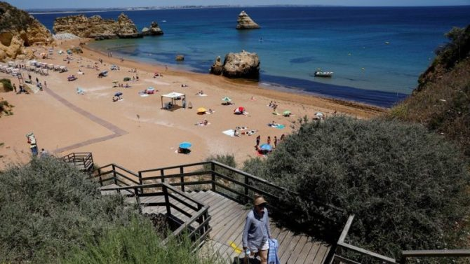 'Holiday in UK this year' and avoid foreign travel - Eustice