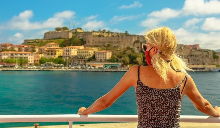 Holidaymakers struggle for amber list refunds over differing advice