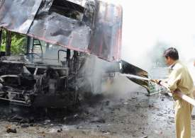 Bus crashes in Pakistan, killing 28 passengers, injuring 40
