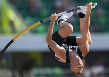 Australian athletics team in isolation at Tokyo Olympics after American tests Covid positive