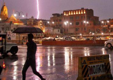 Lightning strike kills 16 taking selfies in India