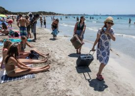 Spain could go on 'amber plus' travel list forcing holidaymakers to quarantine on return to UK