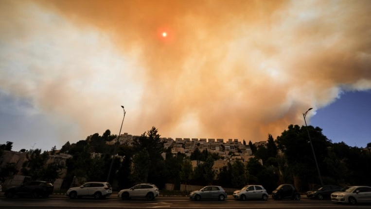 Israeli firefighters battle blaze near Jerusalem for third day