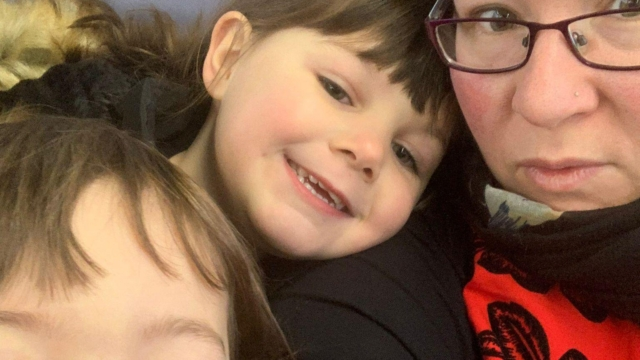 Widowed mum-of-two will 'have to choose between food and heating' as Universal Credit uplift ends