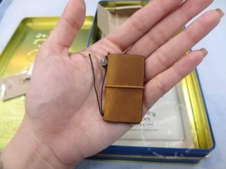 【開盒】 Traveler's Notebook 10周年限量紀念鐵盒組-袖珍駝本 @吳大妮