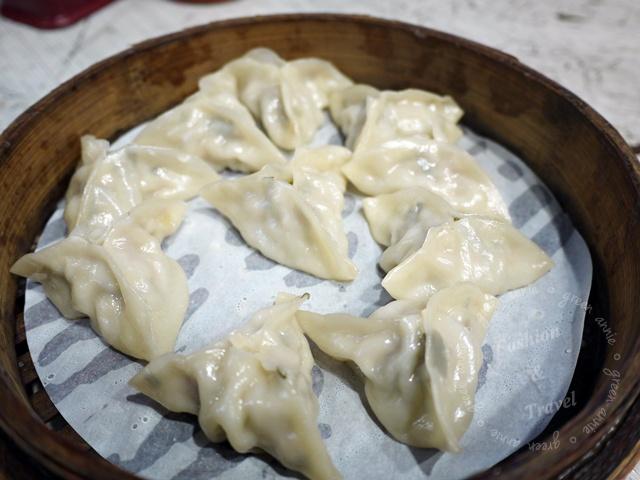 周旺蒸餃,現包蒸餃和夠味酸辣湯@士林捷運站