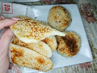 三重美食-龍門胡椒餅~賣了幾十年的排隊人氣老店@捷運三重國小站 @吳大妮