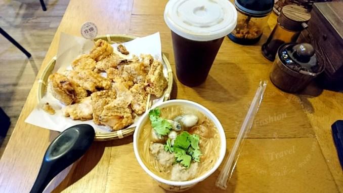 來自中和的炸糊手工麵線在三重碧華街開分店<線炸>,可以吃到好吃的炸雞排和麵線 @吳大妮