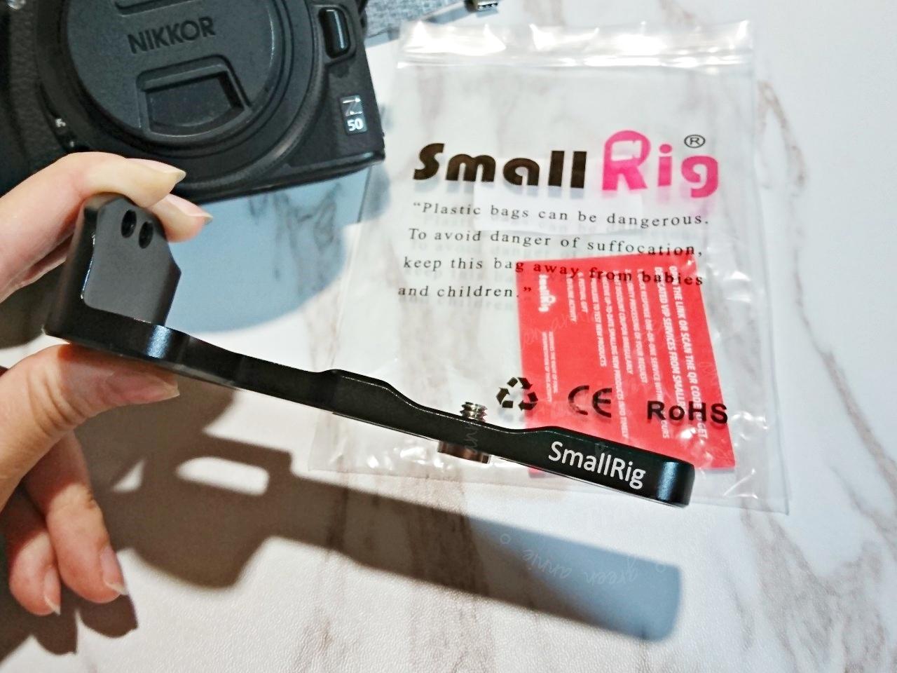 NIKON Z50必買配件SmallRig,讓翻轉螢幕裝腳架後能完整向下翻180度