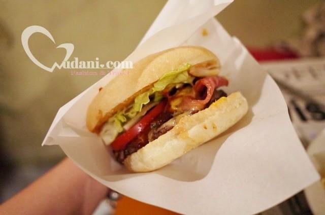 【台中美食】造堡 Offer Make手工美味漢堡~美味不怕藏身巷弄中 @吳大妮。Annie
