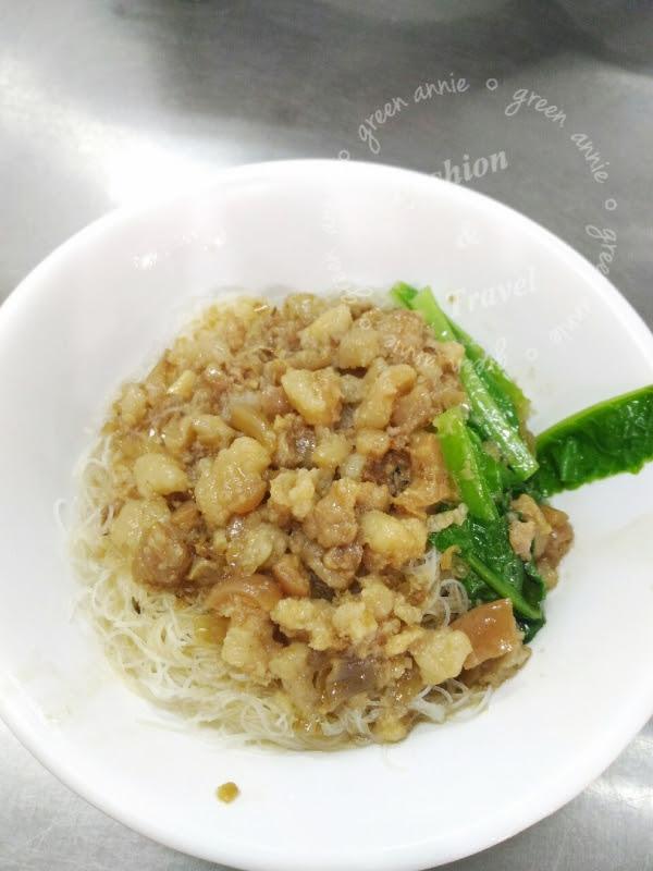 士林美食光輝肉羹,肉羹札實湯頭美味,讓人一吃就愛上-士林華榮市場內 @吳大妮。Annie