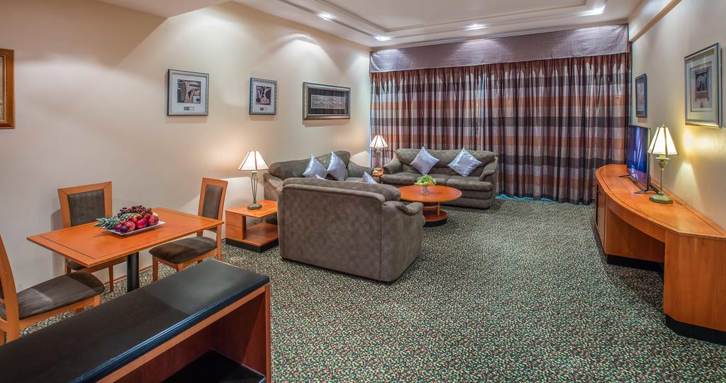 فندق بالبحرين بمسبح خاص
