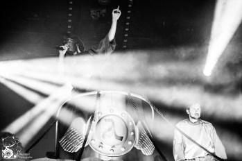 Alligatoah im Rahmen seiner Himmelfahrtskommando-Nachzügler-Tournee in der ausverkauften Mitsubishi Electric Halle Düsseldorf. Foto: Steffie Wunderl