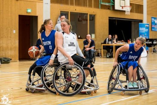Die Damen aus Bayern setzen sich mit 73:35 gegen die Damen aus Hamburg durch und sind damit Deutscher Meister. Kuhberghalle Ulm, Deutschland.