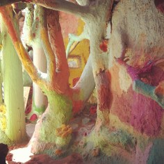 trees in salvation mountain - wundertute