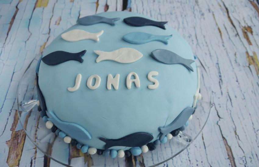 """blaue Fondanttorte mit Fischen, Name """"Jonas"""""""