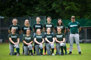 Spannendes Softball Spiel der Damen gegen die Goose-Necks