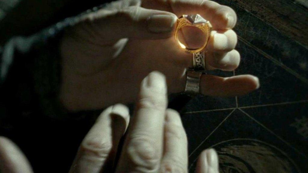 Voldemort, Marvolo Gaunt'un yüzüğünü nerede sakladı?