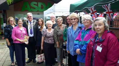 Bob Gillmoor, The Mayor of Pershore, with Mayoress, Sandra Young, Professor Maggie Andrews, Jenni Waugh, and members of Pershore WI and Pershore Heritage & History Society