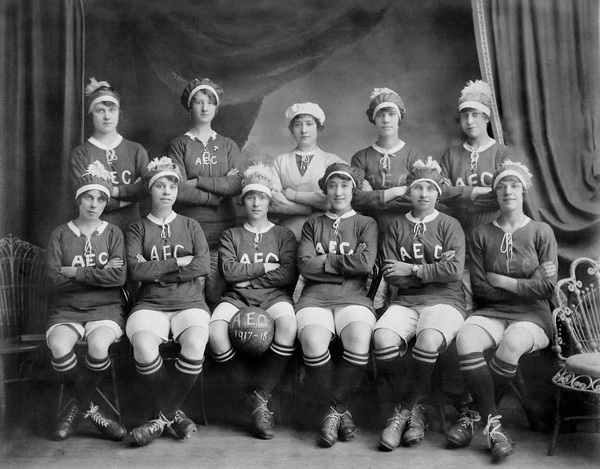 Women munitions workers' football team from the AEC ...