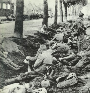 Rest of German infantry in a ditch in front of Paris