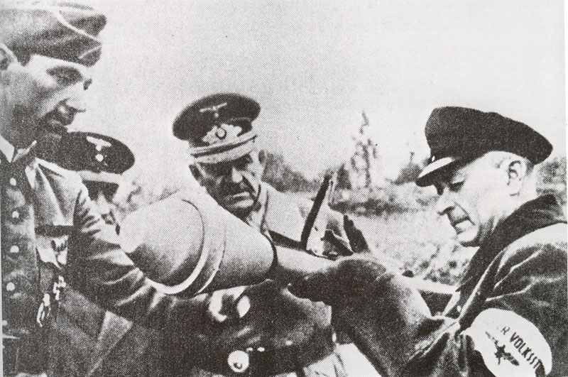 A dubious Volkssturm soldier is introduced to the Panzerfaust