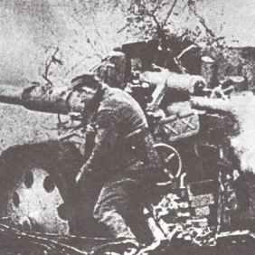 88 mm Pak 43/41 anti-tank gun in combat