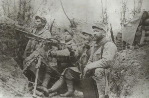French Hotchkiss machine-gun team