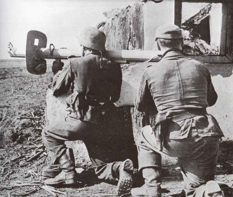 Soldiers of the Grossdeutschland division with their Panzerschreck