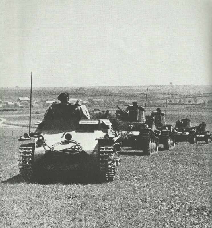A Panzer I leads Panzer 38(t)