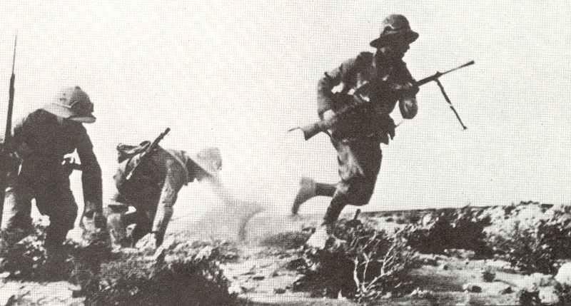 Pith-helmeted infantrymen of Graziani's Italian desert army