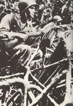 US Marines with M1 Garand in the jungle