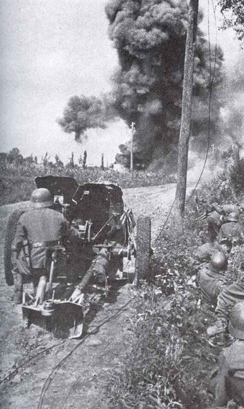 3.7cm PAK in action during the opening stage of Operation Barabarosso in the summer of 1941