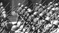 Marching Italian soldiers