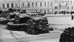 Barricades are prepared in streets of Moscow.