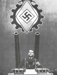 Albert Speer is speaking to workers.