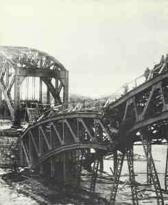 German troops cross the Dvina