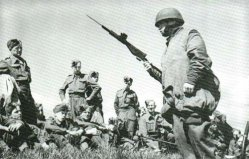 A Sten with spout bayonet is demonstrated to the new established British airborne troops.